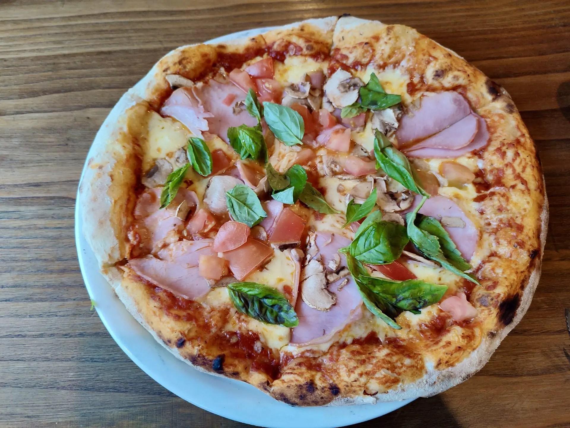 Pizza Mesa Tropera Puerto Varas.