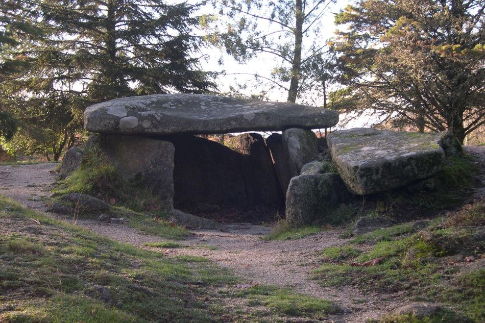 visita-guiada-nucleo-megalitico-mezio