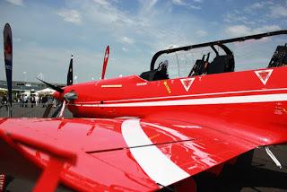 en retard du Bourget, interview d'un pilote de Pilatus PC21