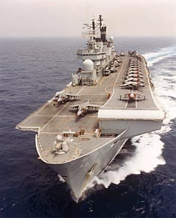 Grande Bretagne : la Royal Navy cannibalise un de ses anciens porte-avions pour maintenir le HMS Illustrious à flots.