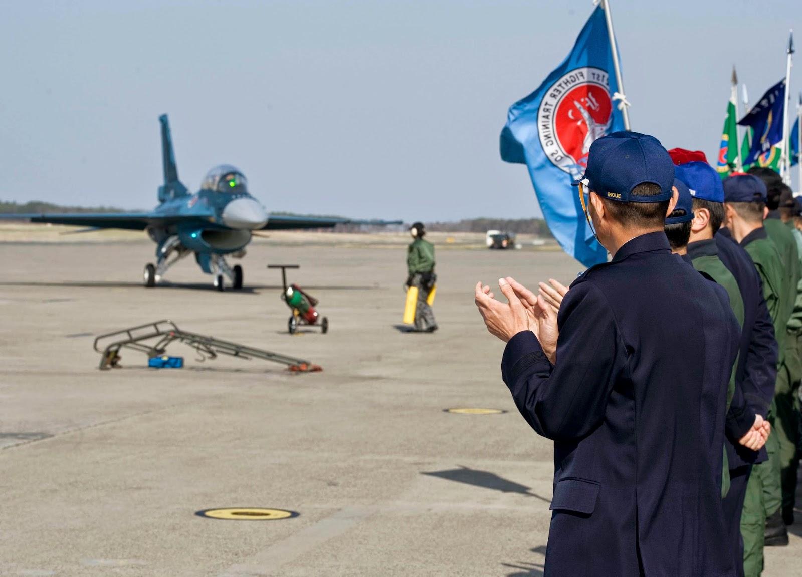 Japon : réception du premier F-2 restauré après le tsunami