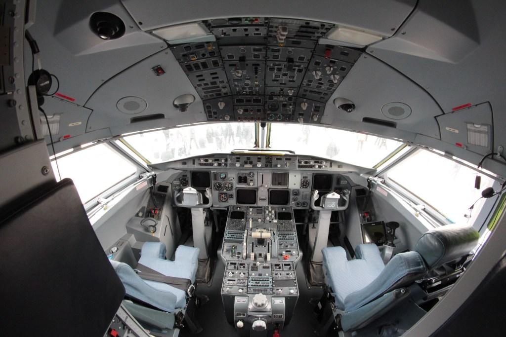 Cockpit du Fokker 100