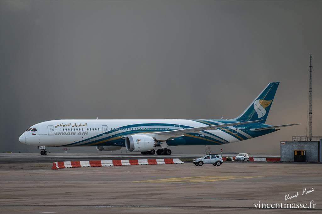 787-9 Oman CDG water salute
