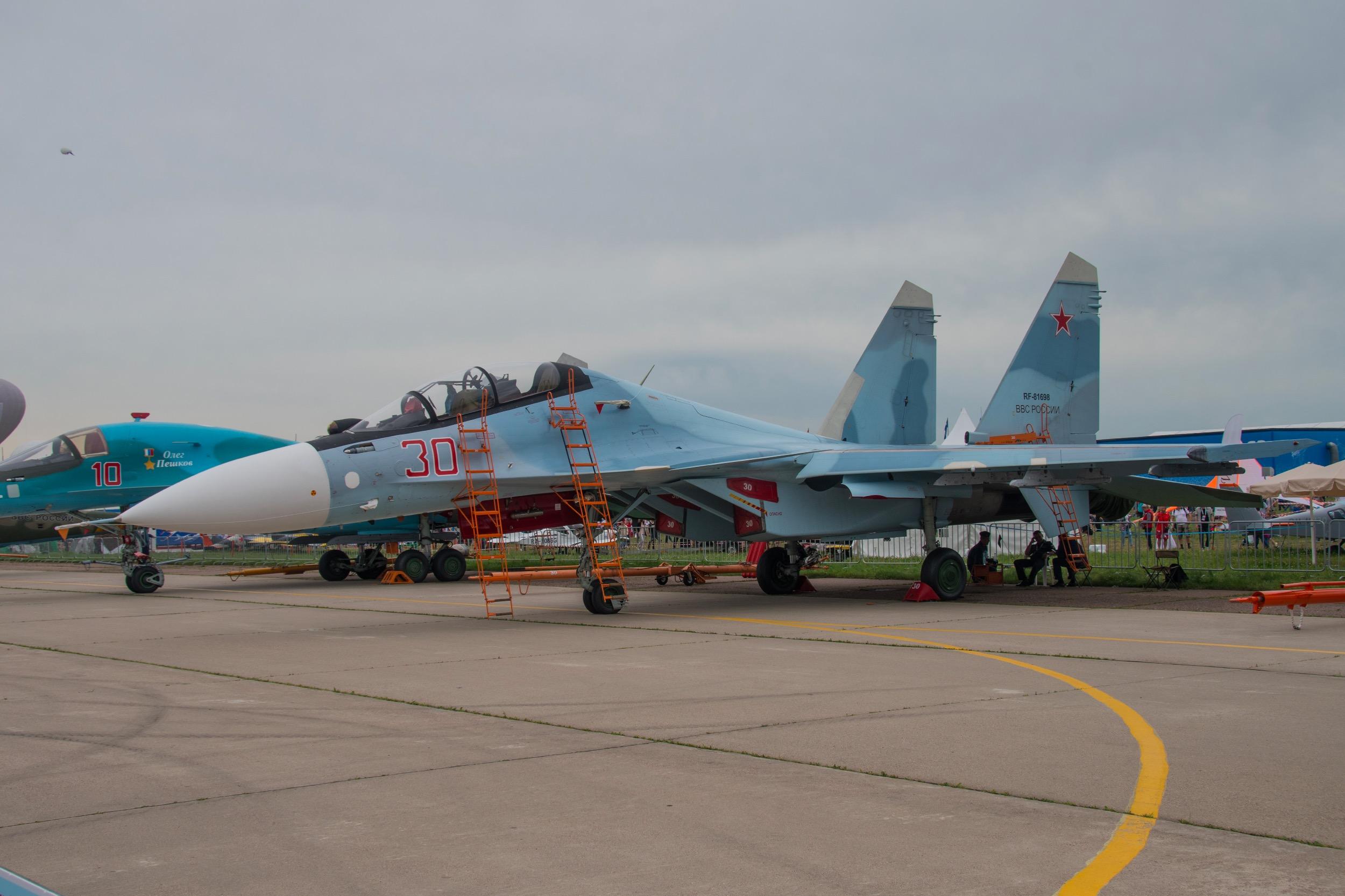 Sukhoi Su-30 SM, 30 rouge. Appareil ayant particié aux opérations en Syrie avec ses frères 27 et 28 rouge ...