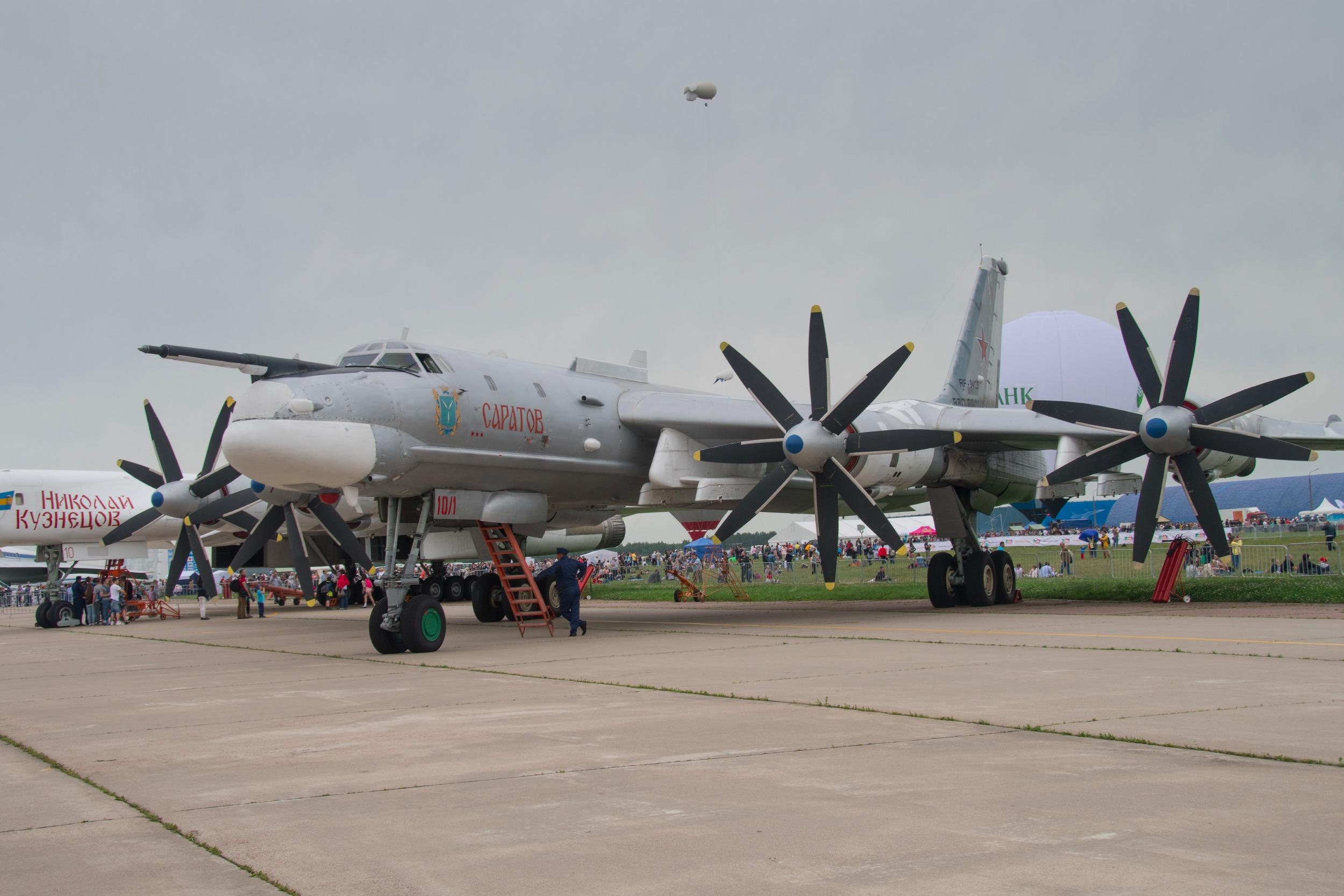 "Tupolev TU-95MS ""Bear H"", 10 rouge, Saratov"
