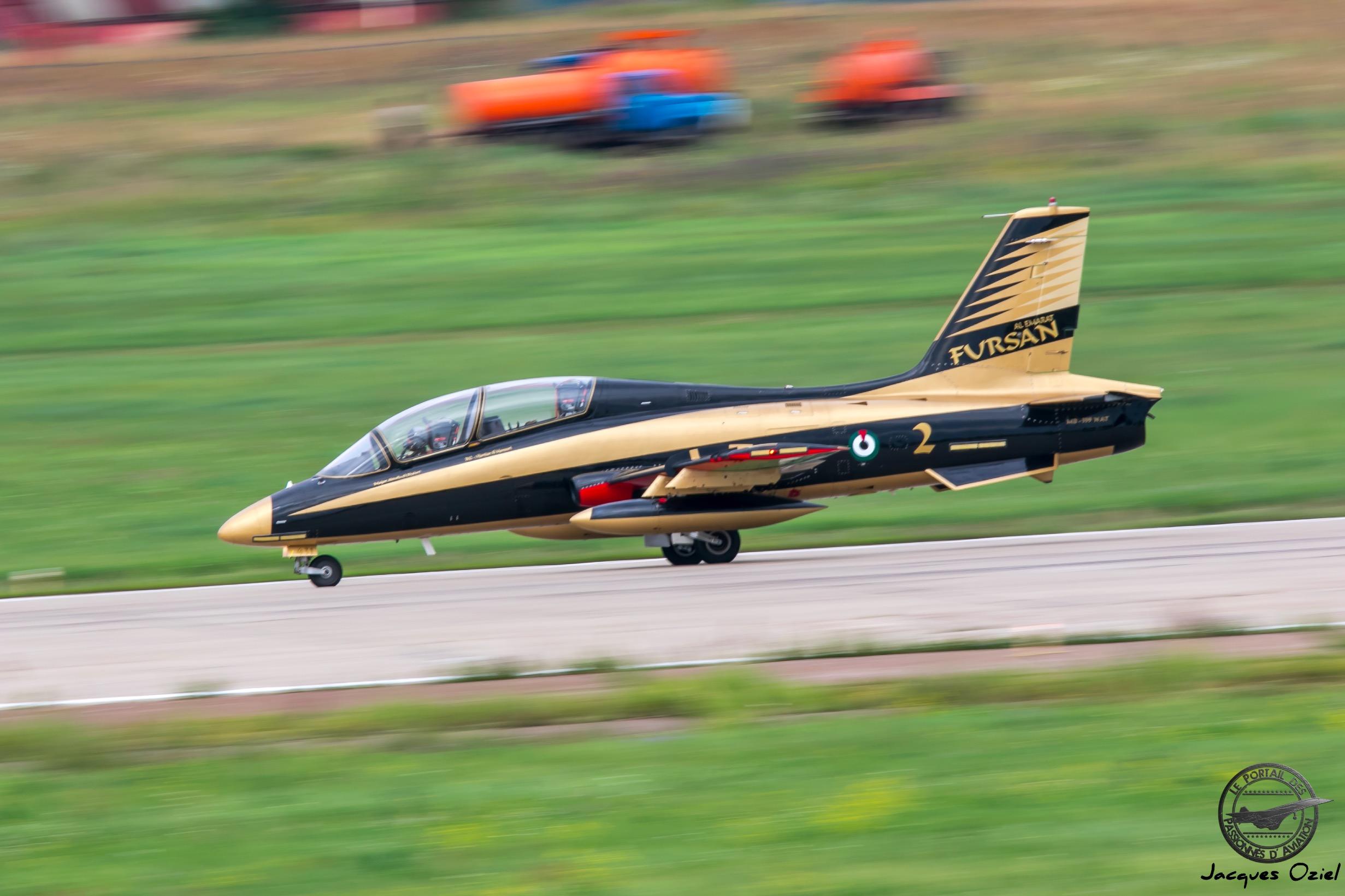 Aermacchi MB-339NAT de la patrouille acrobatique des Emirats d'Arabie Unie Al Fursan, en français Les Chevaliers