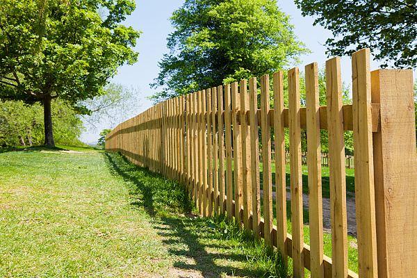 Udržujeme dřevěný plot v nejlepší kondici
