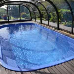 bazén ve svahu