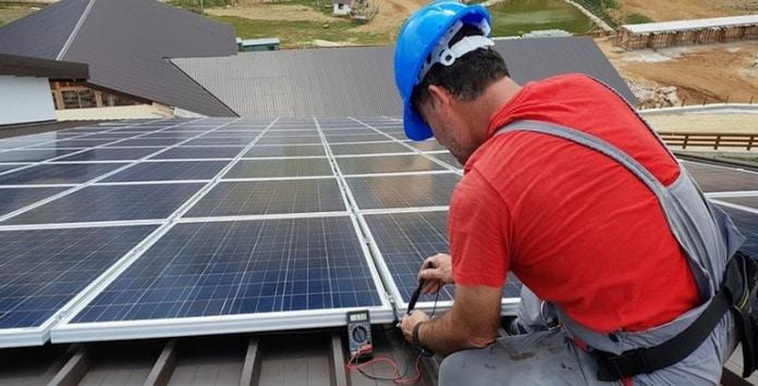 Empresas Brasileiras que investiram em energia solar já sentem poupança