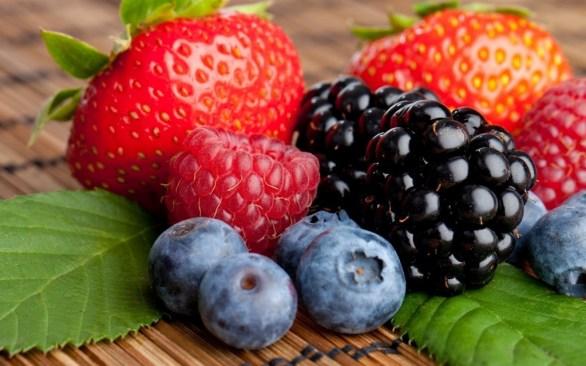 Carotenoides: o becatoreno e o licopeno estão nesse grupo. Encontrados nas frutas vermelhas, tomate, abóbora, damasco, pitanga, mamão, manga, batata-doce.