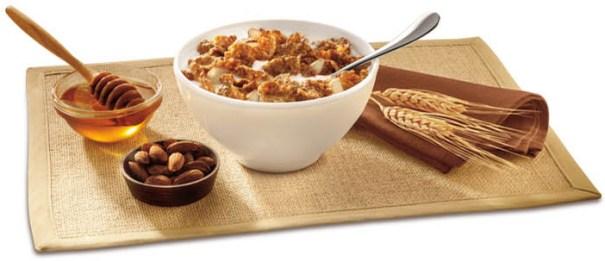 A combinação de grão, frutas e castanhas da granola é rica em fibras e sais minerais. Não pode ser consumido em excesso pois costuma trazer o açúcar como ingrediente. Prefira a opção light.