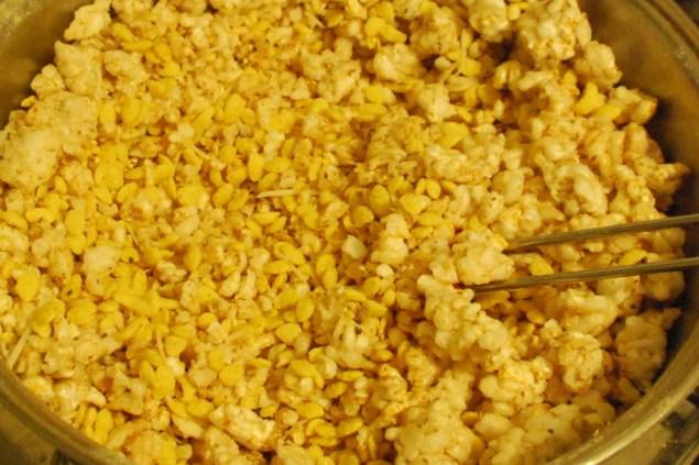 O milho possui os mesmos ingredientes que os demais cereais: vitaminas do complexo B, fibras e carboidratos. Como a quantidade de fibras não é muita, é bom misturar a outros cereais do topo dessa lista.