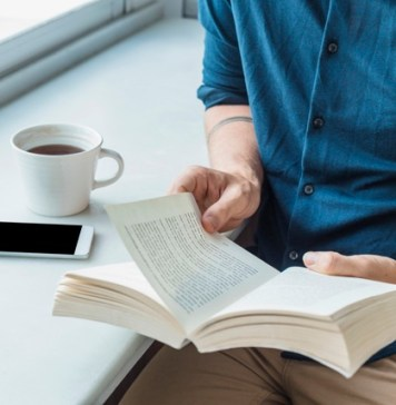 Clube de Leitura 6.0 incentiva hábito de ler entre idosos