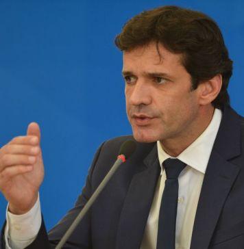 Ministro do Turismo diz que governo prepara MP para definir as regras