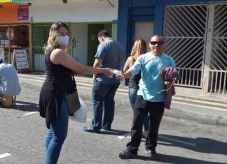 Prefeitura distribui máscaras no centro