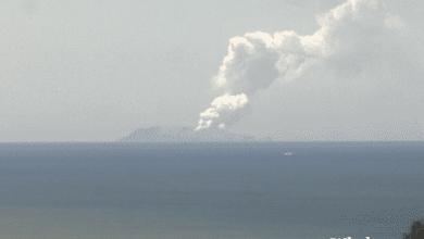 Photo of Vulcão entra em erupção na Nova Zelândia. Uma pessoa morreu, há feridos graves e pessoas por localizar