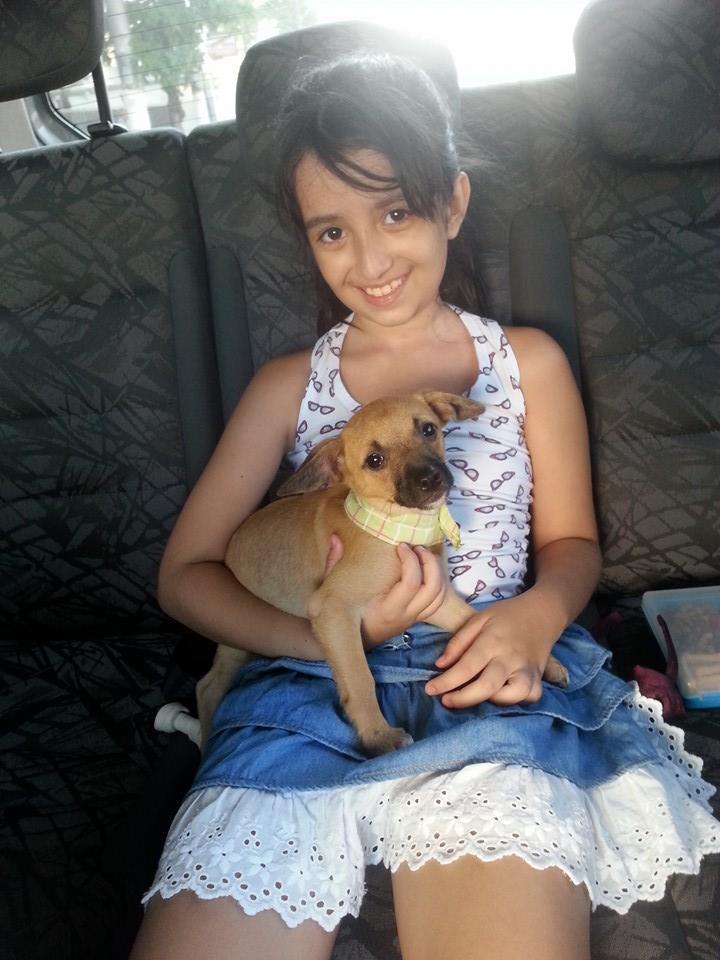 Ana Júlia adotou a cachorrinha Peter Parker. (Foto: Reprodução / Facebook)