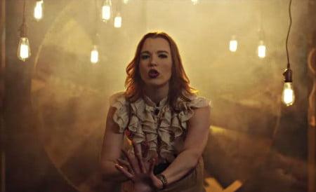 Halestorm: veja a vocalista Lzzy Hale em clipe da violinista Lindsey Stirling