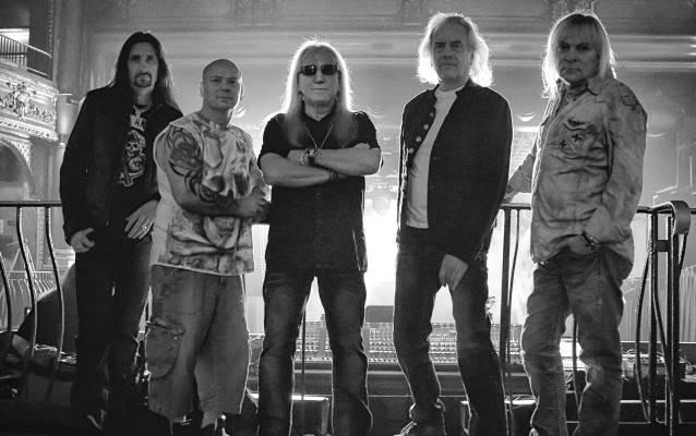 """Uriah Heep: divulgadas capa e track list de """"Outsider"""""""