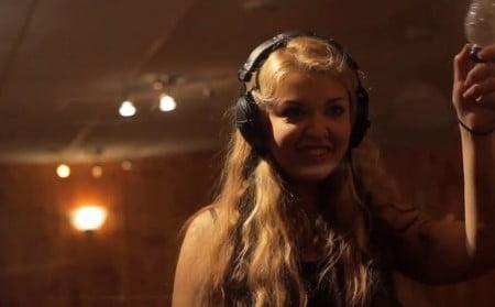 Vicky Psarakis, nova vocalista do The Agonist, gravando seu primeiro CD com a banda