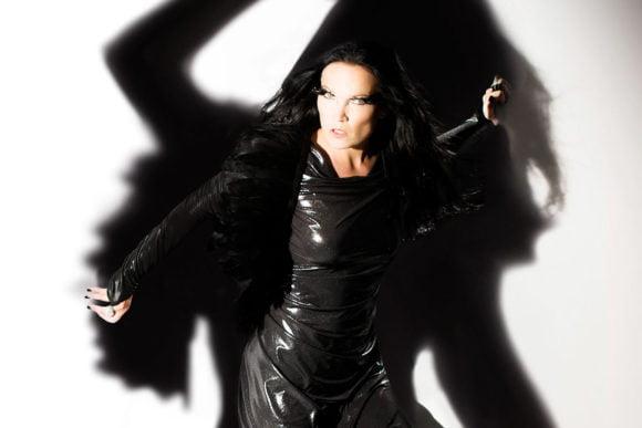 """Tarja: """"Eu amo o Brasil e sempre vou tocar no país"""", disse a vocalista"""