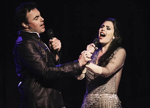 Freddie Mercury Revisited: Alírio Netto e Livia Dabarian se apresentam no Teatro Bradesco em SP