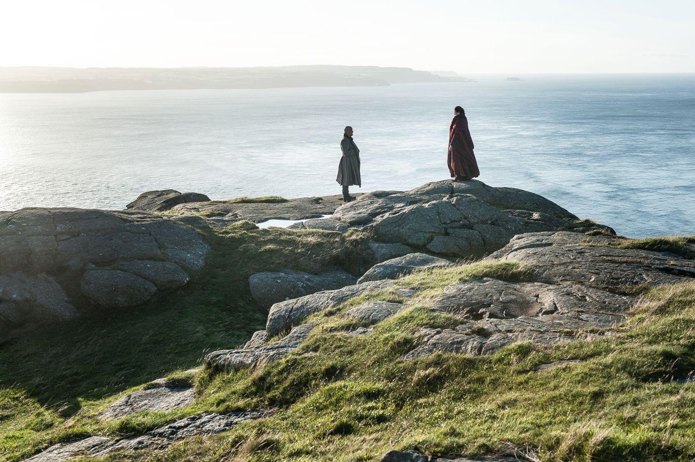 Varys Conleth Hill e Melisandre Carice van Houten