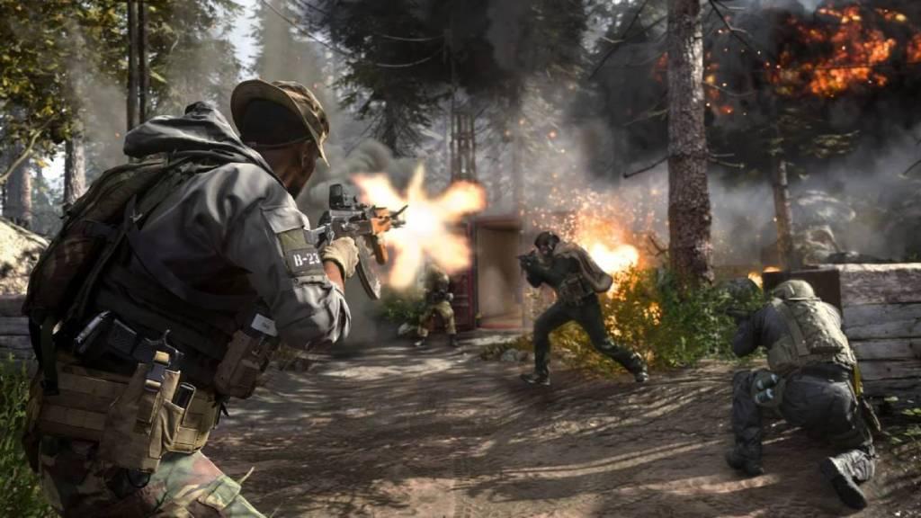 ' homens em guerra na floresta '