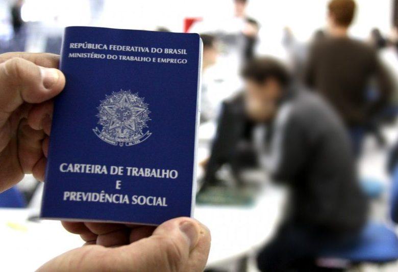 Senado retira proposta de Bolsonaro que permitia ao patrão obrigar trabalho aos domingos   