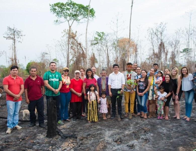 No Dia da Amazônia, Jenilson Leite participa de atividade de reflorestamento em área indígena destruída pelo fogo