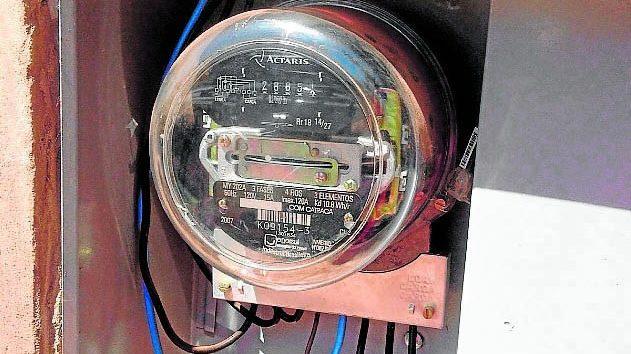 Eletricistas a serviço da 'Energisa' são presos cobrando propina de moradora