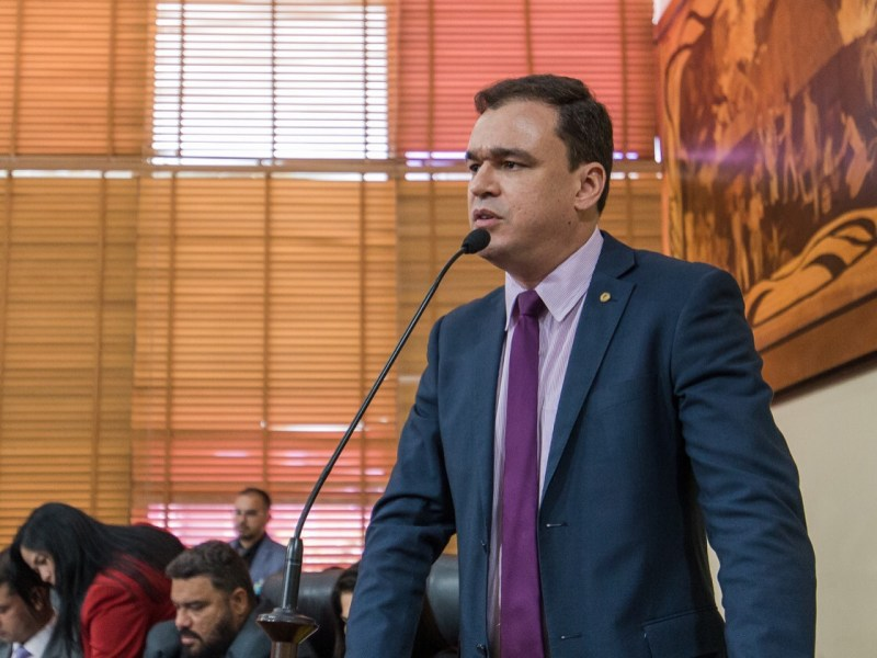 """""""Anteprojetos do deputados dormem em berço esplêndido na Casa Civil do governador"""", denuncia Daniel Zen"""