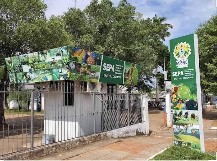 Bandidos invadem Secretaria de Produção e Agronegócio, levaram caminhonetes, veículos pequenos e computadores