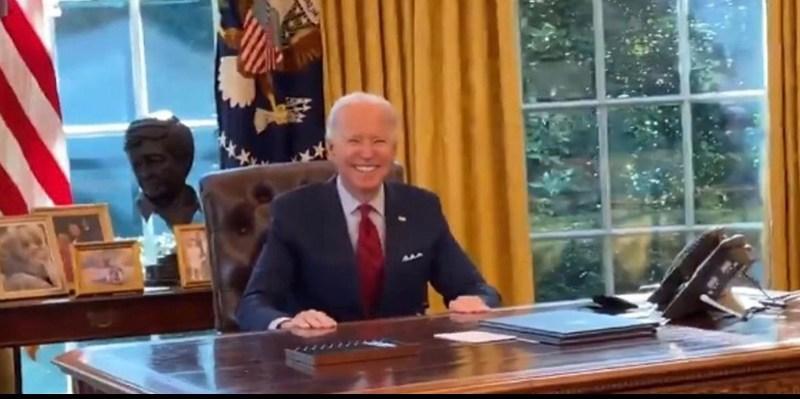 Ao ser questionado sobre quando conversará com Bolsonaro, Biden dá sorriso irônico (vídeo)