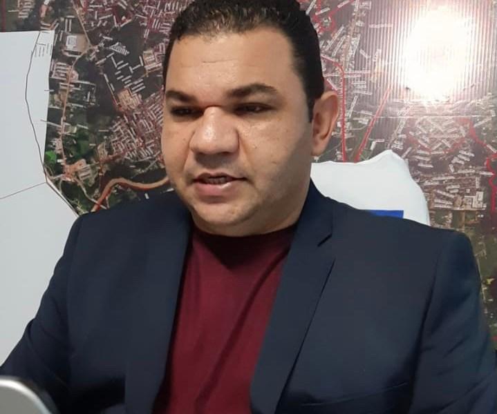 Vereador Fábio Araújo cobra que Bocalom explique ausência enquanto a cidade vive situação de emergência