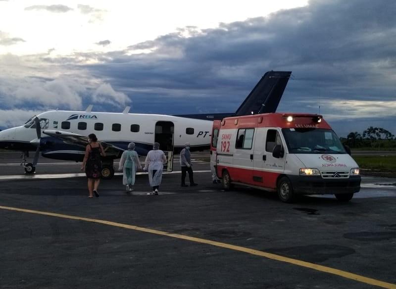 CAOS NA SAÚDE: Oxigênio chega a Tarauacá para ser transportado em carro da polícia; pacientes são transferidos para Cruzeiro do Sul