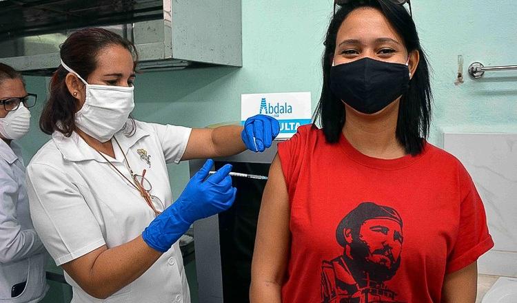Cuba inicia vacinação contra a Covid-19 com imunizantes próprios