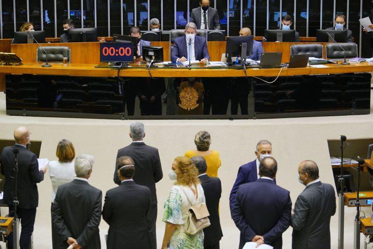 Somente Leo de Brito, Perpétua Almeida e Jéssica Sales votam contra privatização da Eletrobras