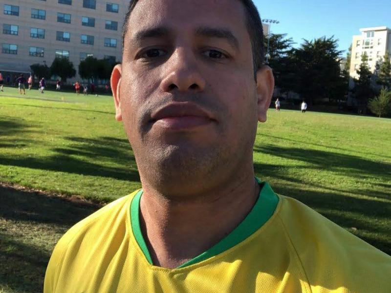 Morando nos EUA, acreano Fábio Aquino se emociona com história e faz doação de material esportivo para escolinha de futebol em Tarauacá