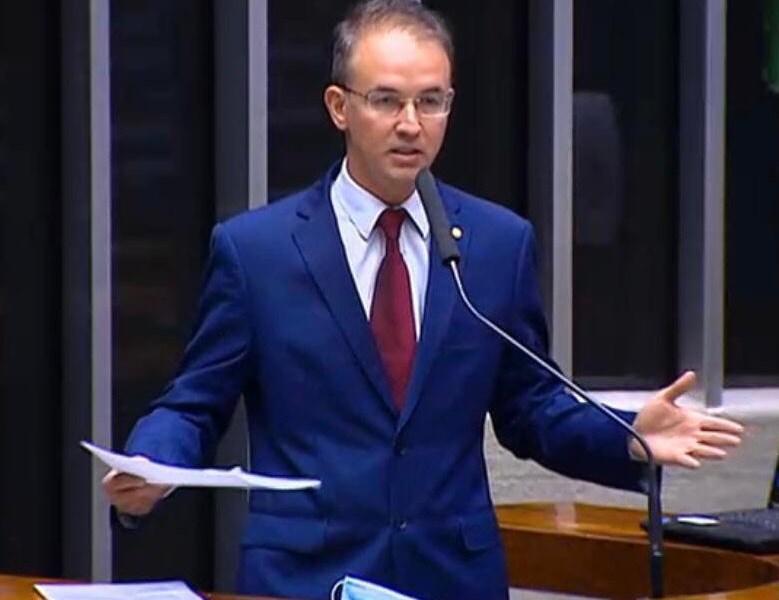 Leo de Brito quer discutir responsabilidades do governo Bolsonaro em relação à pandemia da Covid-19 em audiência pública
