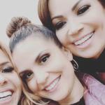 Cantora gospel Aline Barros posa com Joelma e Solange Almeida.