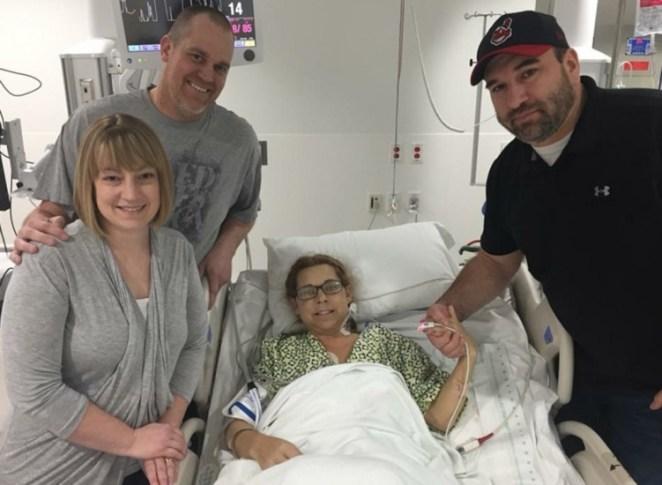 Carole com seu esposo, ao lado de Jason (à esq.) e sua esposa.