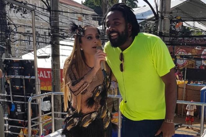 Claudia Leitte canta gospel com Preto no Branco em Salvador.