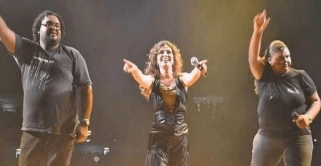 Rejane Silva (à direita), cantou gospel com Aline Barros por 10 anos.