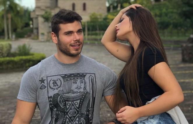 Cantora gospel assume romance com bombeiro mais gato do Brasil.