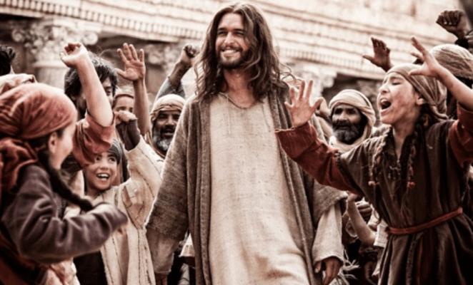 """O ator gay Juan Pablo Di Pace interpreta Jesus Cristo na série """"A Bíblia"""""""