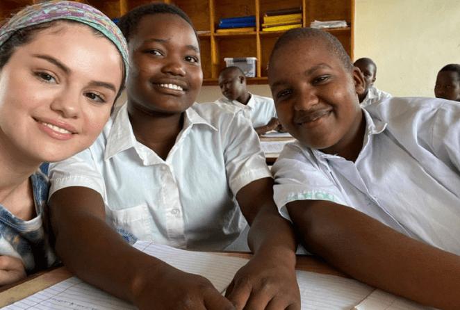 Selena Gomez faz viagem ao Quênia.