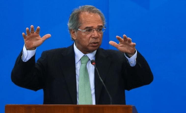 """Dar 13º do Bolsa Família é crime de responsabilidade"""", diz Paulo Guedes"""