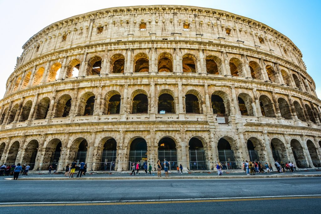 vandali al Colosseo
