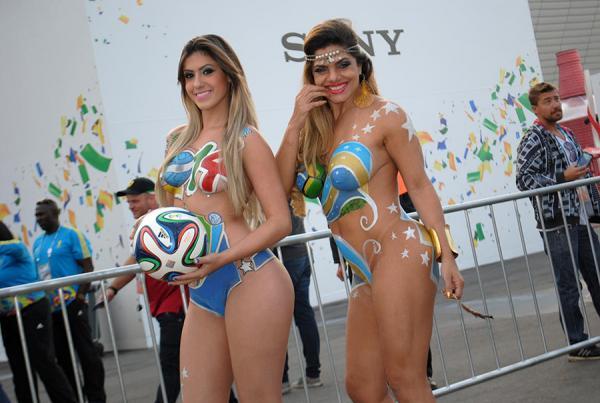 Musas da Copa do Mundo causaram em 2014 na frente da Arena Corinthians, em SP - Foto: Divulgação